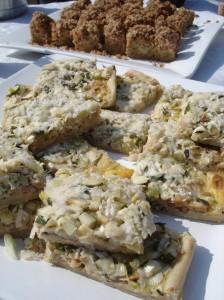 Hartige taart en rabarbercrumblecake