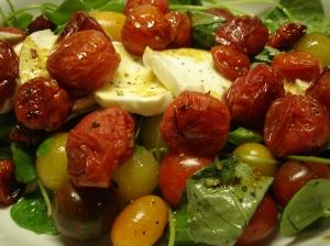 Een kleurrijke salade in de herfst.