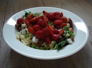Salade met spitskool en aardbei