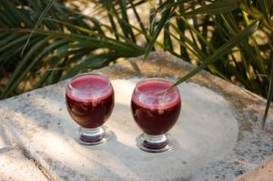 bietensap, sap van rode biet met bleekselderij, gember, appel en wortel, gemaakt met de versapers